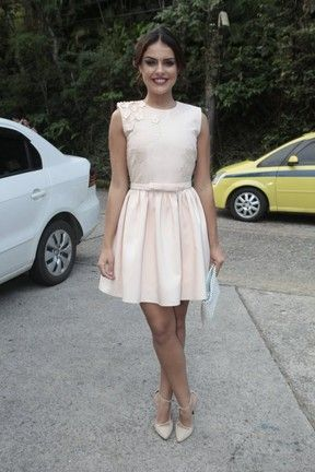 Paloma Bernardi Atriz usou um vestido rosa claro rodado e acima do joelho. Crédito: AgNews