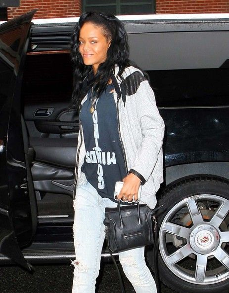 Rihanna Photos - A very tired and makeup-free Rihanna showed up a the studio for a rehearsal for her appearance on SNL in New York, New York on May 2, 2012 - Rihanna Looks Tired Before Her SNL Rehearsal