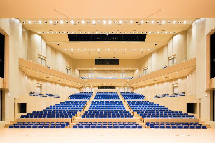 広島大学 サタケメモリアルホール|納入事例|コトブキシーティング株式会社