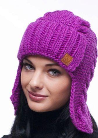 Вязаные шапки (151 фото): для женщин 50 лет, модные модели осень-зима 2017-2018 с ушками, объемные, из вязаной норки и с помпоном