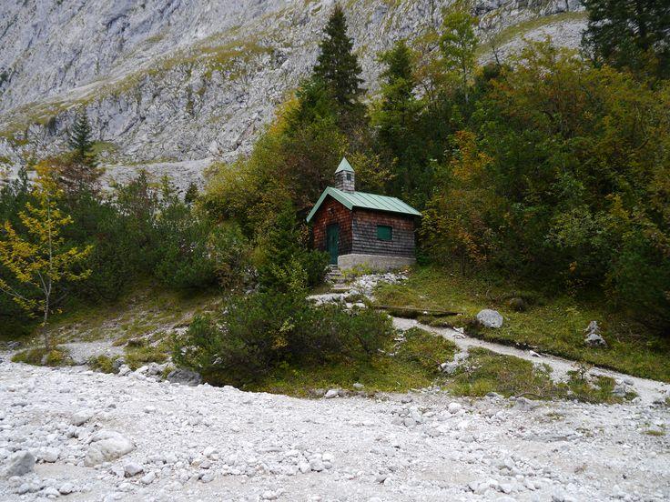 kleine Kirche auf dem Weg