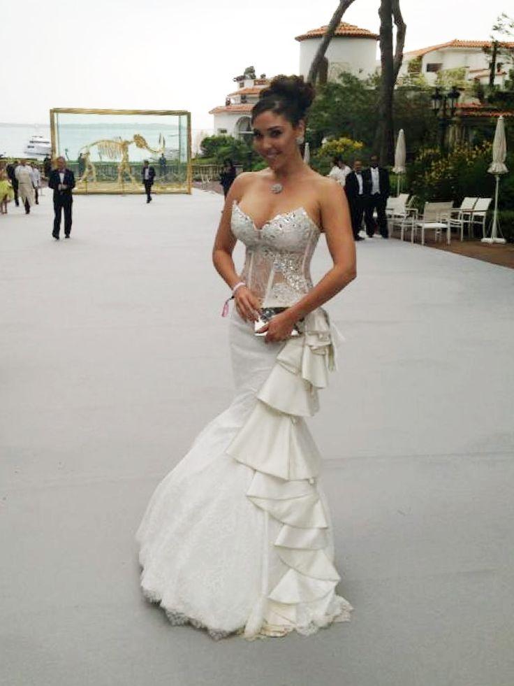 Ramona Poels van Koonings ontwierp een couture avondjurk voor Hind. Zij is erg trots dat ze deze prachtige couture avondjurk heeft mogen ontwerpen voor haar goede vriendin Hind Laroussi Tahir. Hind bekend van het Eurovisie Songfestival en van televisie heeft deze couture avondjurk speciaal bij Koonings laten maken om te dragen tijdens het filmfestival van Cannes dat deze week plaats vond. Ramona: 'ze ziet eruit als een prinses..!! Ik ben erg trots op haar'. #hautecouture #hind #koonings