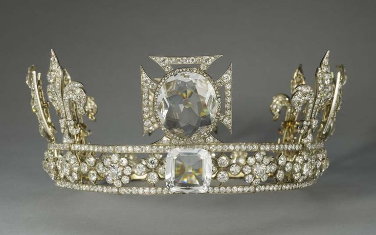 British Royal Jewels: Queen Consort Mary's Coronation Crown - 1911 by Gerrard and Co. This illustrates the circlet with the 8 arches detached. In 1914 the Cullinan III & IV  where replaced with crystals.