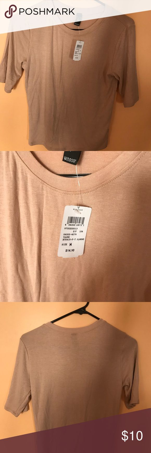 Windsor T-Shirt Beige, short sleeve t-shirt from Windsor. Brand new ✨ it's very fitted and curve hugging. An overall good basic. Windsor Tops Tees - Short Sleeve