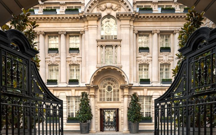 The chicest places to sleep in England's capital city.​