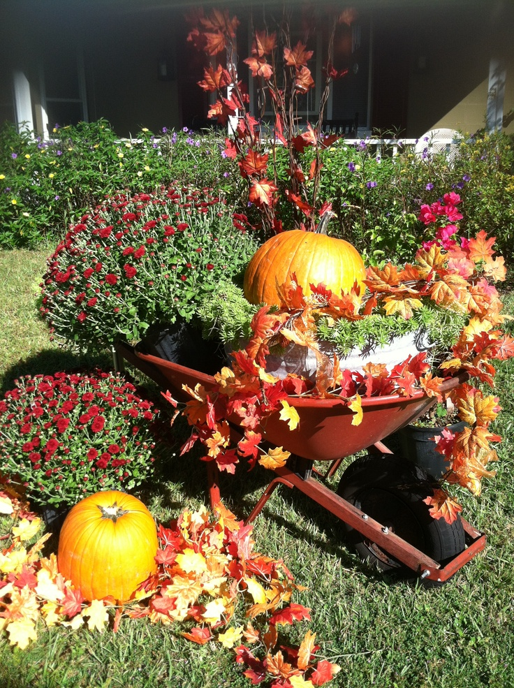 Flower Garden Ideas With Old Wheelbarrow 49 best wheelbarrow images on pinterest | christmas time