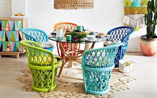 Un salon de jardin en rotin vintage coloré - Spécial Printemps : la déco aime la couleur - CôtéMaison.fr