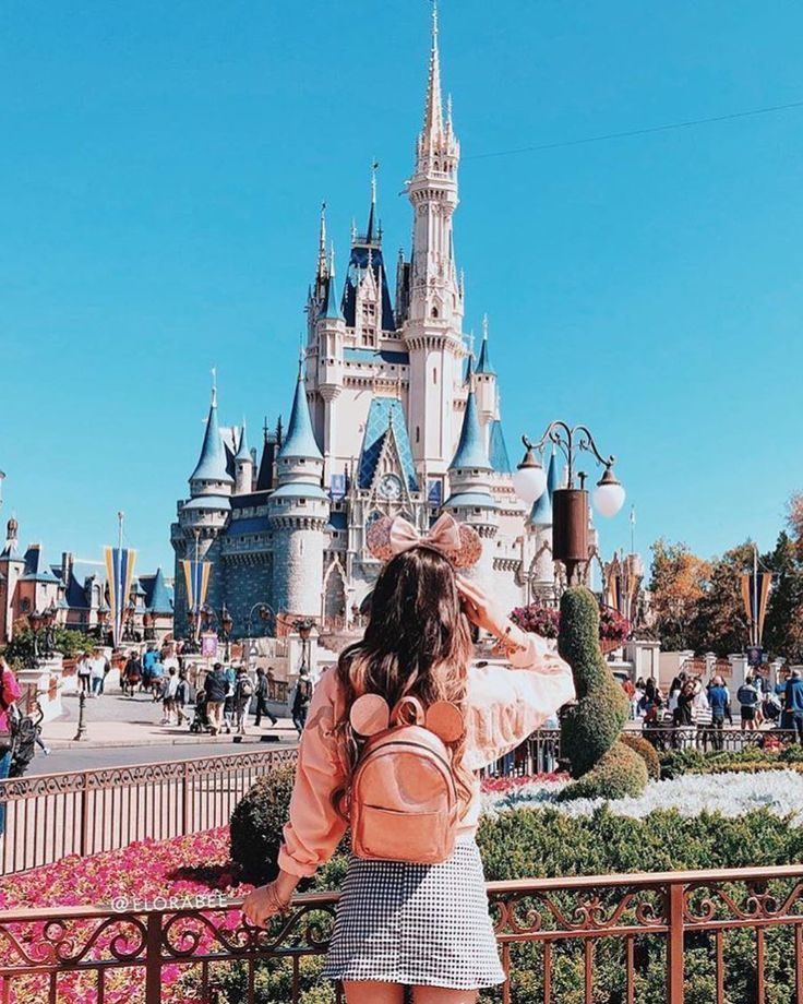 Disney world upskirt — photo 7