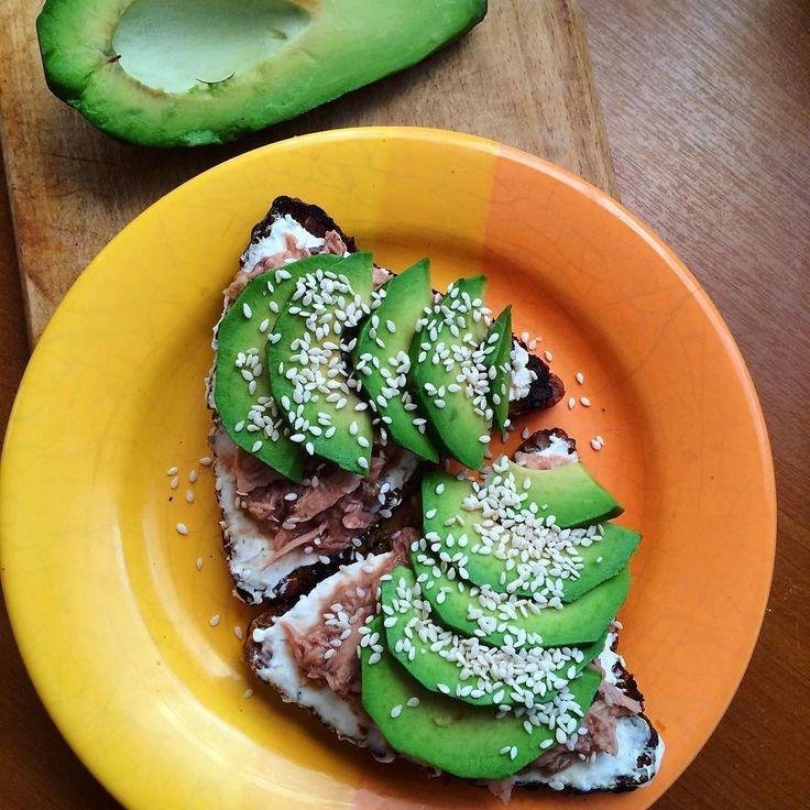 93 отметок «Нравится», 1 комментариев — ДиетическиеРецепты (@recipes_healthy_) в Instagram: «Рецепт от - @spotlifebody  На завтрак #ппбутерброды 🍞 с авокадо и тунцом 😋 Ингредиенты: 🔹ц/з хлеб…»