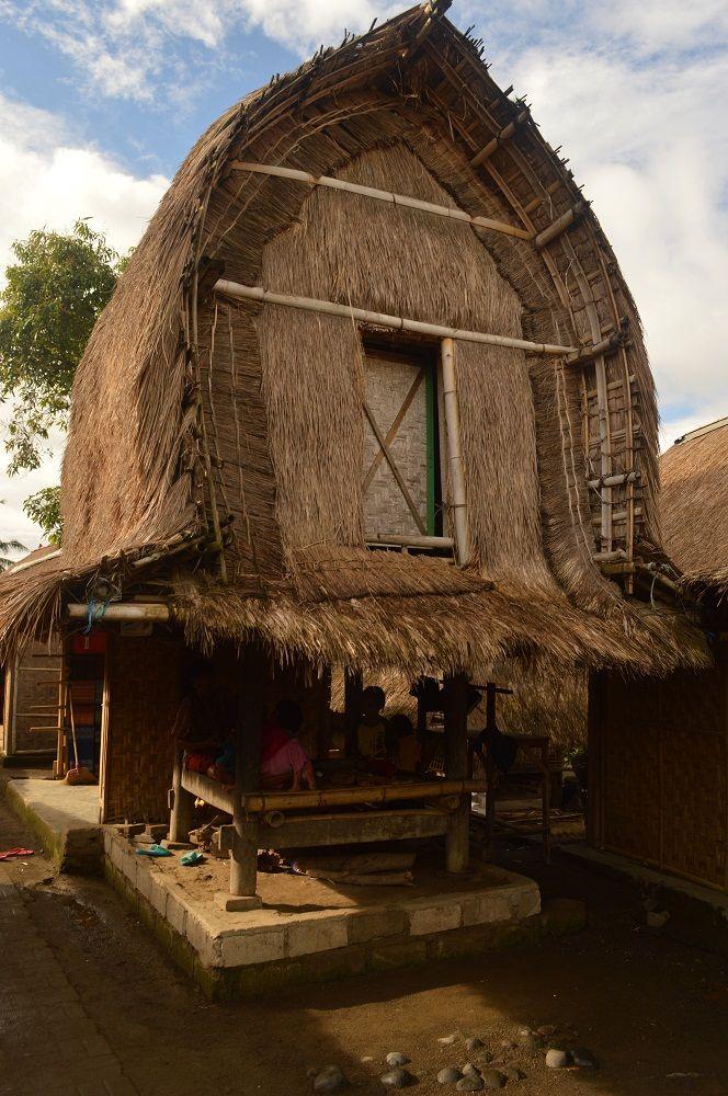 Lumbung padi desa Sasak Sade