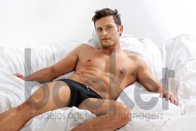 La sensualidad que posee lo ha hecho aparecer en diferentes comerciales de televisión y ser llamado en diferentes producciones para canales colombianos.