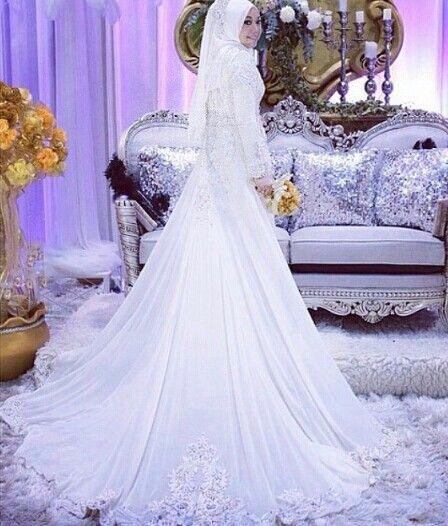 White gown,simple tp elegan