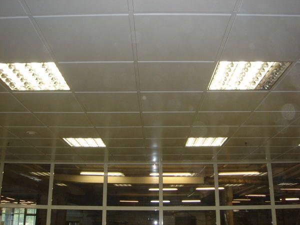 кассетный подвесной металлический потолок