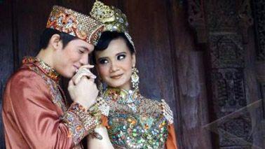 Wanda Hamidah, Irwansyah, dan Istri Ikut 'Diangkut' BNN