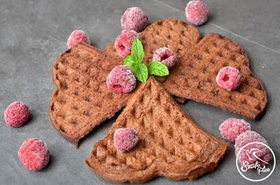 """""""Mindenmentes"""", csökkentett kalóriatartalmú, zsírszegénygofri (karobos) (gluténmentes, hozzáadott olajtól mentes, tejmentes, tojásmentes, szójamentes) Vegán, zsírszegény, gluténmentes, szójamentes gofri Hozzávalók: 50 g Szafi Freekarobos muffin lisztkeverék(Szafi F"""