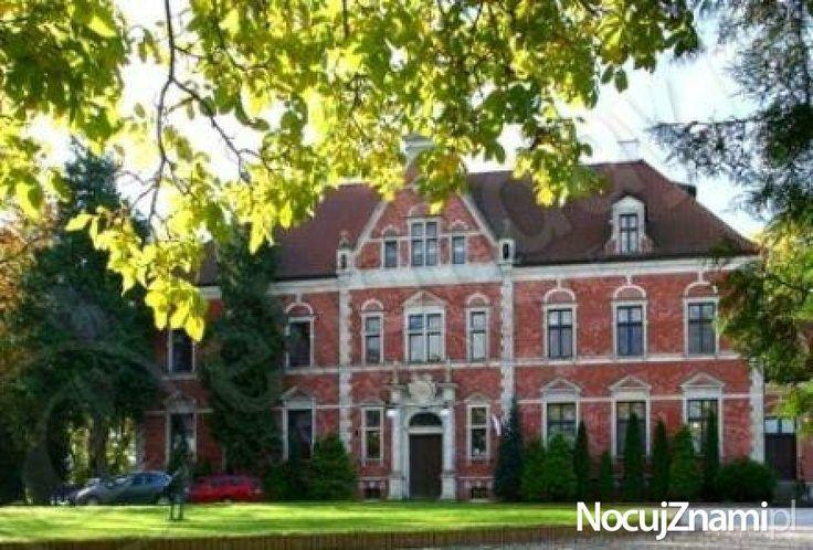 Pałac w LEŹNIE - NocujZnami.pl || Nocleg na wsi (Agroturystyka) || #agroturystyka #wieś #polska #poland || http://nocujznami.pl/noclegi/region/wies