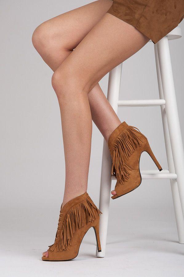 VÁZÁNÉ BOTKY BOHO https://www.cosmopolitus.com/wiazane-botki-boho-odcienie-brazu-bezu-m226c-p-212649.html?language=sk&pID=212649 #topanky #vysoke #podpatky #jar #leto #Boho #fringe #stylove #modne #lacny