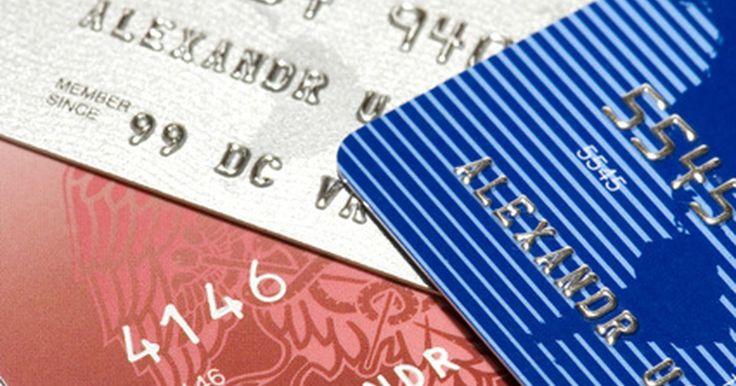 ¿Qué es una cuota anual?. Las compañías de tarjetas de crédito cobran cuotas anuales a los titulares de estas tarjetas sobre una base anual si la tarjeta se utiliza realmente o no por el titular. Una cuota anual puede variar desde US$25 a US$100 o más. La cuota anual es una acusación basada en la colección colocada en los clientes del banco para el uso explícito o ...