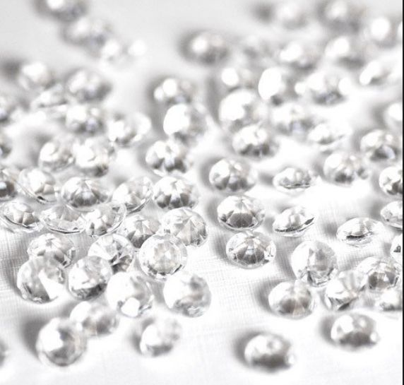 Add extra sparkle to your event with this diamond scatter. These look fantastic scattered around tables or in vases. They are 6mm (1 carat) in size and made of high quality acrylic. Fantastic buy. Reg