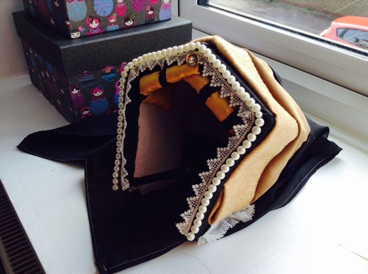 Pinner said: How to make a Tudor Hat in seven steps, by Anne Boleyn | Yore History