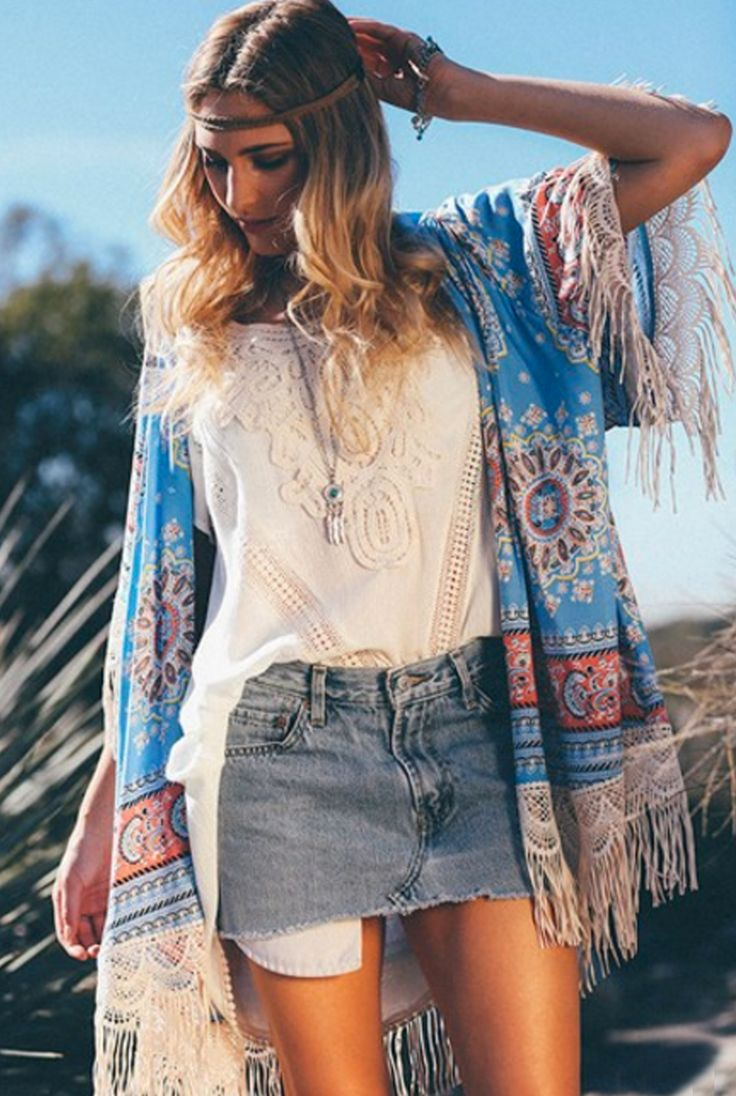 ... you can come running in this vintage looking paisley print kimono. The  lightweight jacket has an ivory lace edge with a delicate fringe along the  hem.