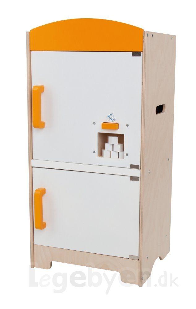 Fra Hape får du dette lækre amerikaner køleskab til legekøkkenet, med indbygget isterningmaskine. Køleskabet er lavet i træ i den velkendte Hap...