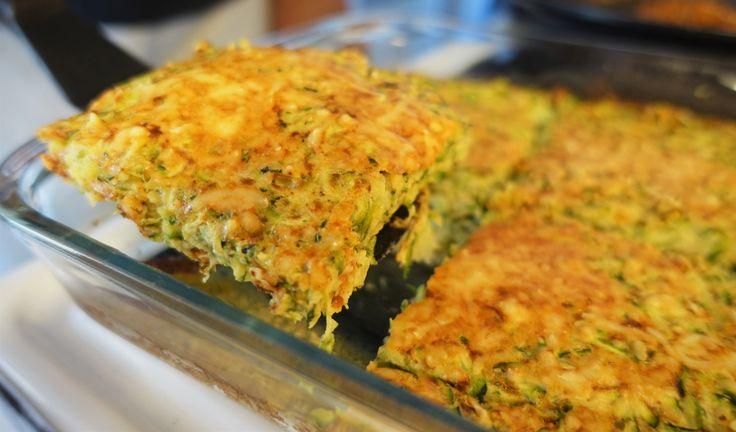 skriv utTill 4 portioner behöver du: 600 gr zucchini flytande margarin (till formen) 1 tsk salt 3 ägg 2 msk