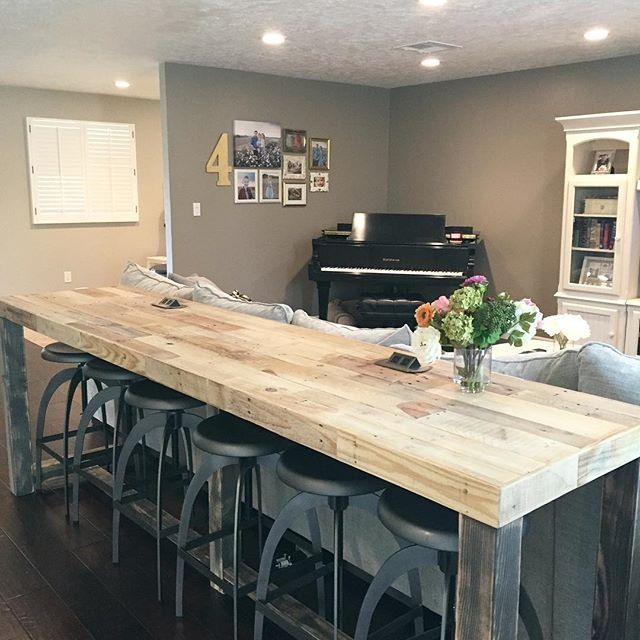 If you have a small house , but you love to entertain , I highly suggest this small space idea! Instead of a sofa table, sneak in extra seating with a high top counter!  (We this custom beauty from @kase_custom , a local AZ couple in Tempe. They put such exquisite care into their pieces. I'll show you the best part about this table in another post... )