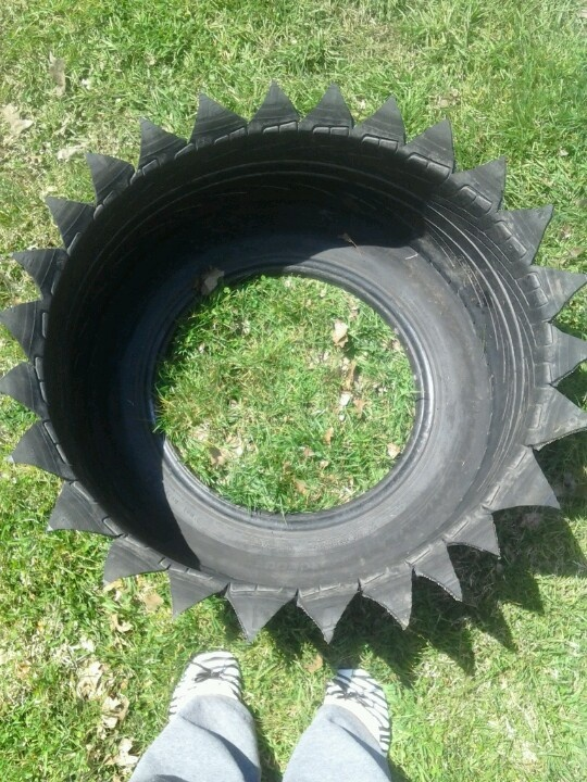 Tire flower pot way to save money spray paint then fill - Painted tires for flowers ...