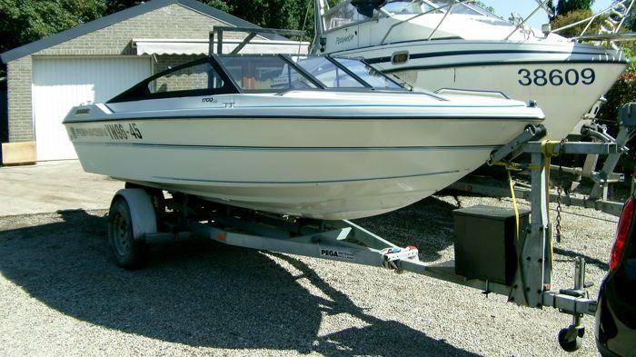 Renken Elite 1700 met OMC 128pk motor - 1990  Mooie speedboot met OMC motor 2.3l 128pk.boot is voorzien van een op maat gemaakt afdekzeil.zetels en bekleding in goede staat.inox shroef.boot en motor zijn in goede staat de trailer is een stallingstrailer in slechte staat met veel roest zonder papieren en verlichting.Boot kan tegen vergoeding gebracht worden.- Merk: Renken- Type: 1700 elite- Bouwjaar: 1990- Ligplaats: België Oostmalle- staat op de wal- Lengte: 5.10m- Breedte: 1.90m- Diepgang…