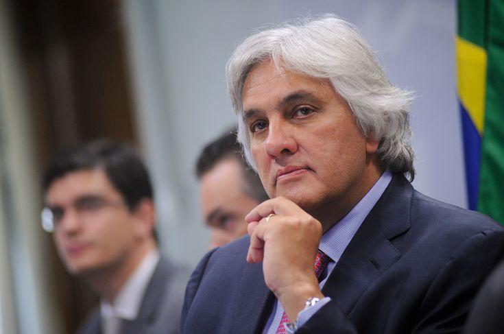 Gabinete divulga nota oficial sobre prisão do senador Delcídio do Amaral
