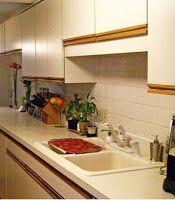 Keukenkasten met sierlijst op plaats van oude handvatten