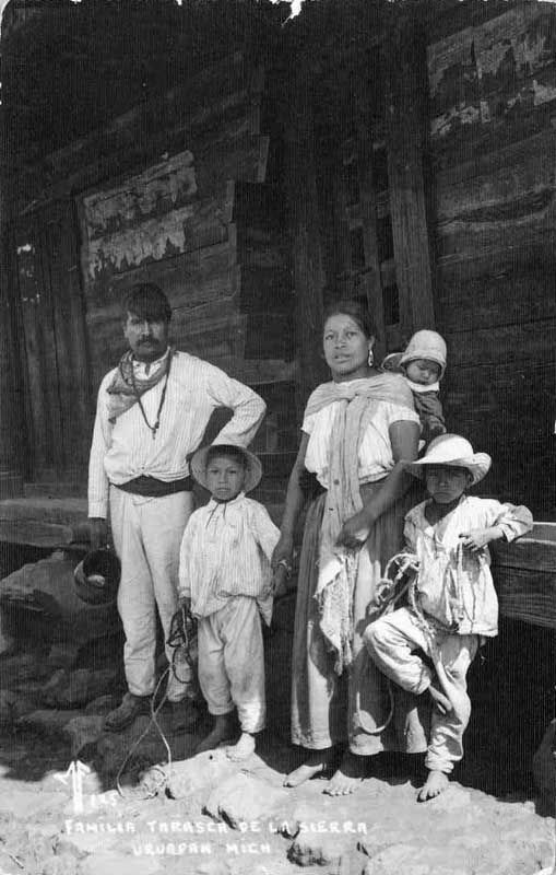 Old Postcard Michoacan. Familia Tarasca de la sierra. Uruapan.