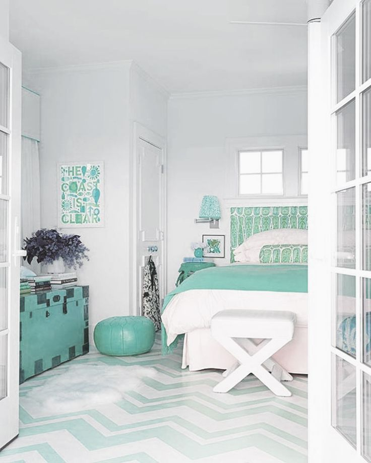 Aqua green bedroom decor nesting pinterest the floor for Aquamarine bedroom ideas