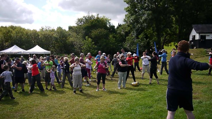 Pete from D-Pete Health and Fitness warming up the crowd #caminofestirl #wicklow #ireland