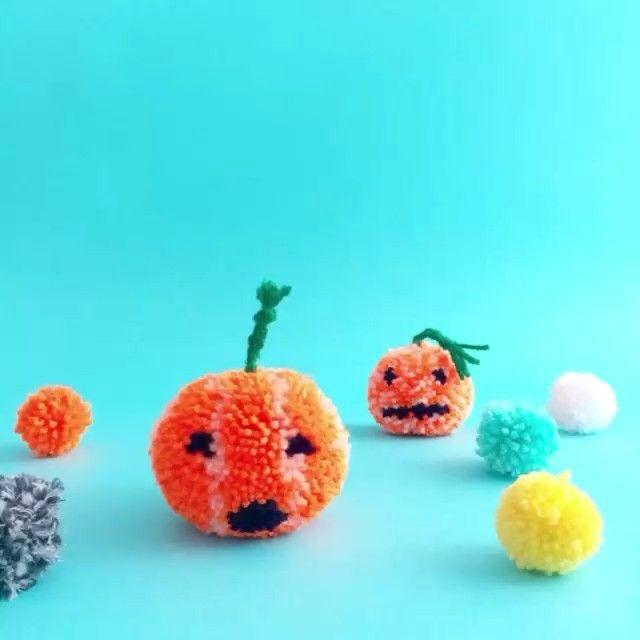 make your own halloween pom pom pumpkins - Halloween Pom Poms