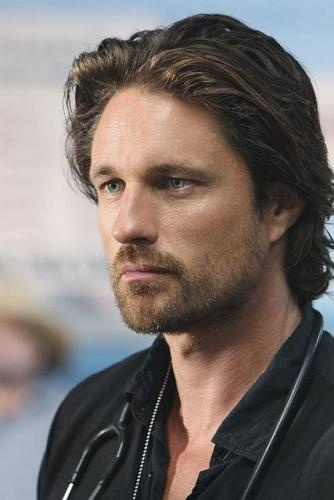 """Martin Henderson - You should hear his accent Martin Henderson is a New Zealand actor, known to American audiences for his starring role in the ABC medical drama Off the Map, while remaining known in his home country for his teenage role as Stuart Neilson in the soap opera Shortland Street. Wikipedia Born: October 8, 1974 (age 40), Auckland, New Zealand Height: 5' 10"""" (1.78 m) Education: Westlake Boys High School"""