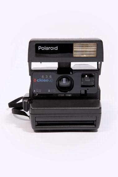 Black Polaroid Camera Set. Si eres amante de la fotografía instantánea  no los dudes, esta es tu cámara.