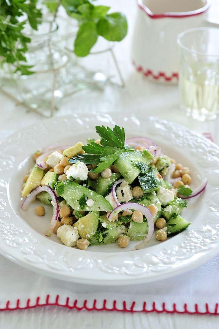 Salade van kikkererwten en feta http://www.njam.tv/recepten/salade-van-kikkererwten-en-feta