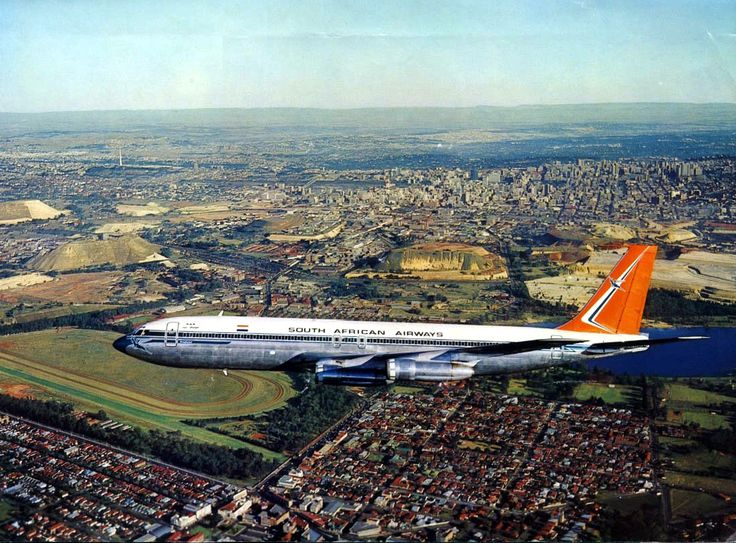 SAA B707 over Johannesburg, Transvaal, South Africa with Wemmerpan in the background