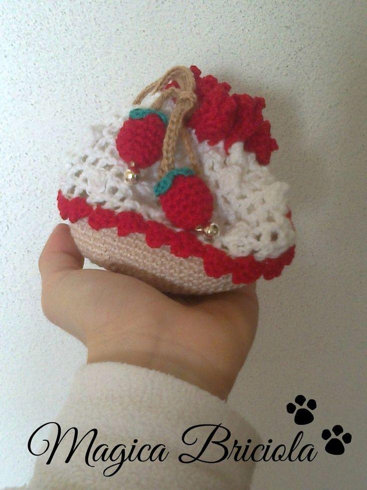 Sacchetto per la borsa, by magica briciola, handmade, crochet, crochè, uncinetto, fatto a mano, craft, gift, fruit, fragola, frutta, accessorio, accessoris, bag, borsa, cute, simpatico, carino, amigurimi