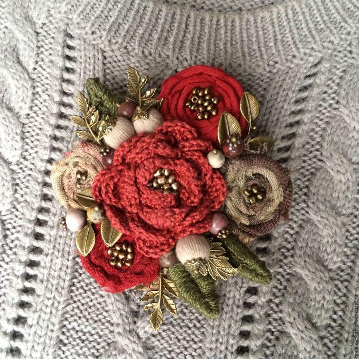 """Купить Бохо брошь """"Готическое Рождество"""" текстильная, экостиль - ярко-красный, бохо-стиль"""