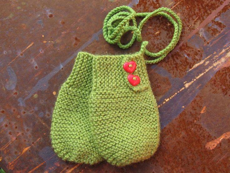 Kongsberg Husflidslag: Babyvotter. Strikkeoppskrift for unge strikkere