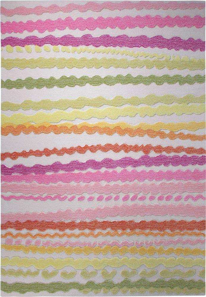 Wie fröhlich-bunte Geschenkbänder wirken die unterschiedlich verlaufenden Farbstreifen dieses exklusiven Kinderteppichs. Den plastischen Effekt gewinnt der kuschelweiche und dennoch pflegeleichte Bodenbelag einzig durch ein spezielles Tuftverfahren.