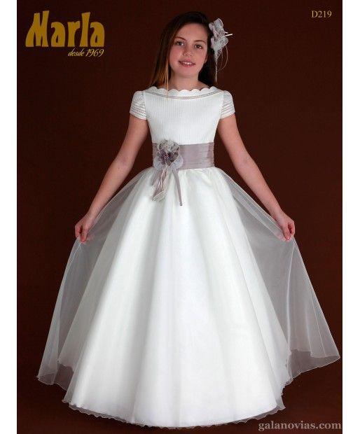 Vestido de Comunión D219. Productos con sello español son para nosotros un símbolo de calidad