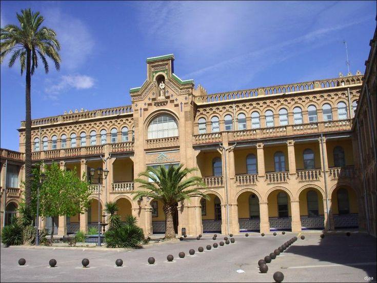 Asilo de San Juan de Dios, actualmente hospital privado.