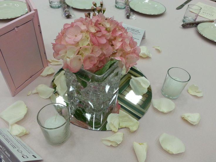 17 best images about centerpieces on pinterest blue for Small fresh flower table arrangements