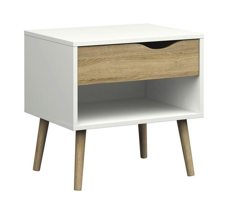 Delta Nattbord - Hvit - Dette er et hvitt nattbord med et fint og minimalistisk design. Bordet har et moderne uttrykk, med elegante detaljer i eiketre. På unoliving finner du sengeramme, kommode og garderobeskap i samme serie. Kombiner du flere møbler i samme serie får du en mer helhetlig og gjennomført innredning av soverommet.