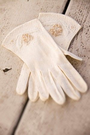 Vintage gloves are awesome.  This sweetnsourvintage pair is beautiful!