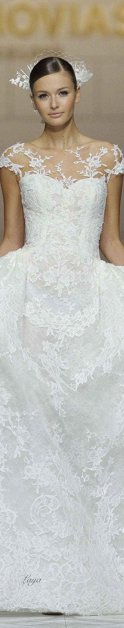 Nos encanta este vestido de novia de Pronovias. Inspìrate más en http://bodatotal.com/